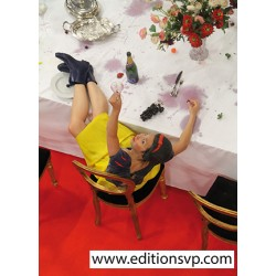 blanche neige pied sur table champagne